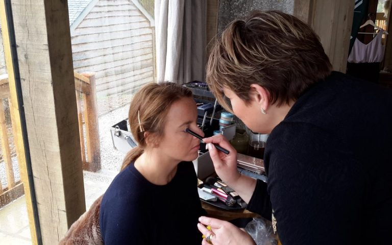 6 Reasons why you should hire a Professional Makeup Artist for your wedding